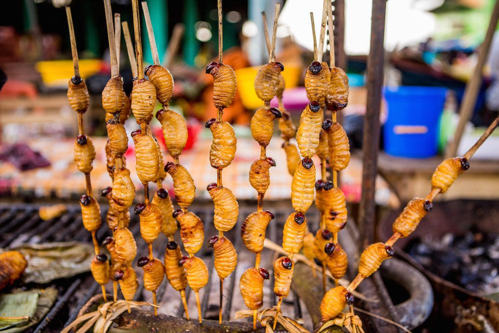 Brochetas de Suri, la comida más exótica de la gastronomía de la selva