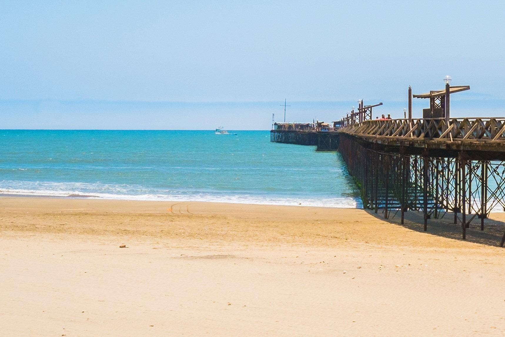 Disfruta de la playa en el Balneario de Pimentel