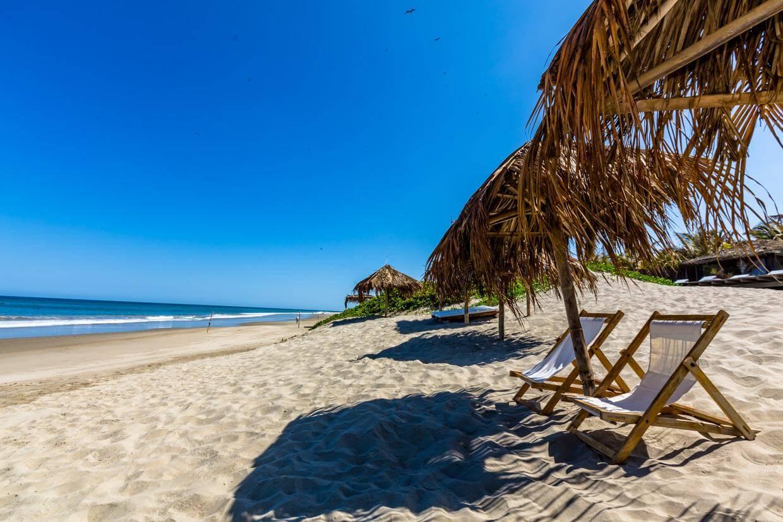 Disfruta del sol en Vichayito, una de las mejores playas en Perú
