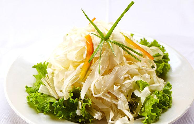 Ensalada de palmito o chonta,  una comida oriunda de la gastronomía de la selva