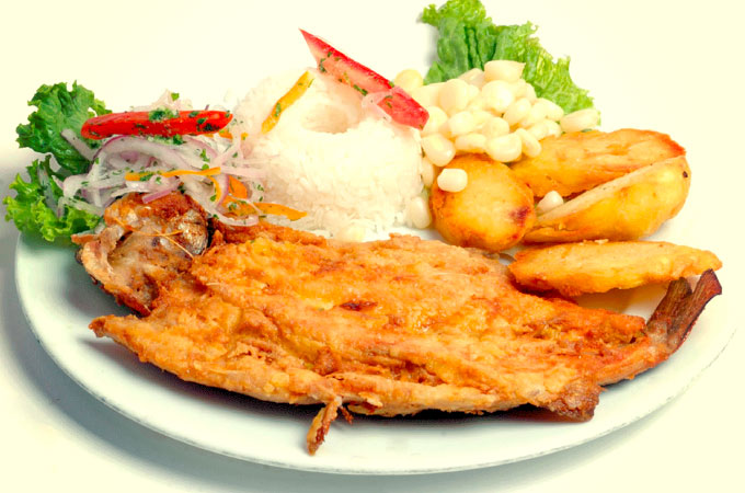 Trucha frita, el plato tradicional de la región de Ucayali y Loreto
